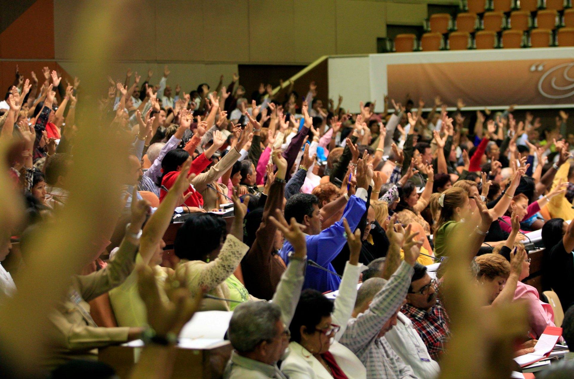 Los delegados al VI congreso del PCC, aprobaron la candidatura al nuevo comite centrl del partido comunista.